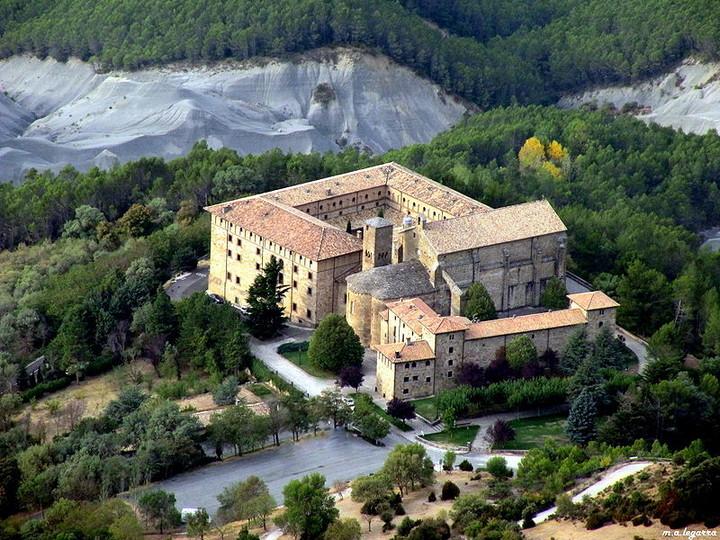Fotos de Monasterio de Leyre con nuves y claros