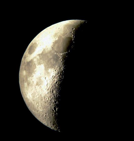 Fotos de Luna en cuarto creciente.