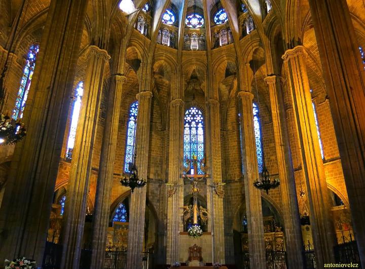 Fotos de interior de la catedral de barcelona for Catedral de barcelona interior